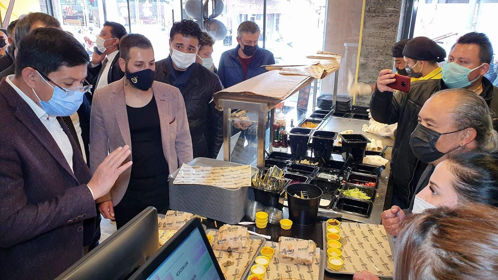 """Başkan Özcan; """"Pandemiye rağmen ticari işletmelerin açılması bizi mutlu ediyor"""""""