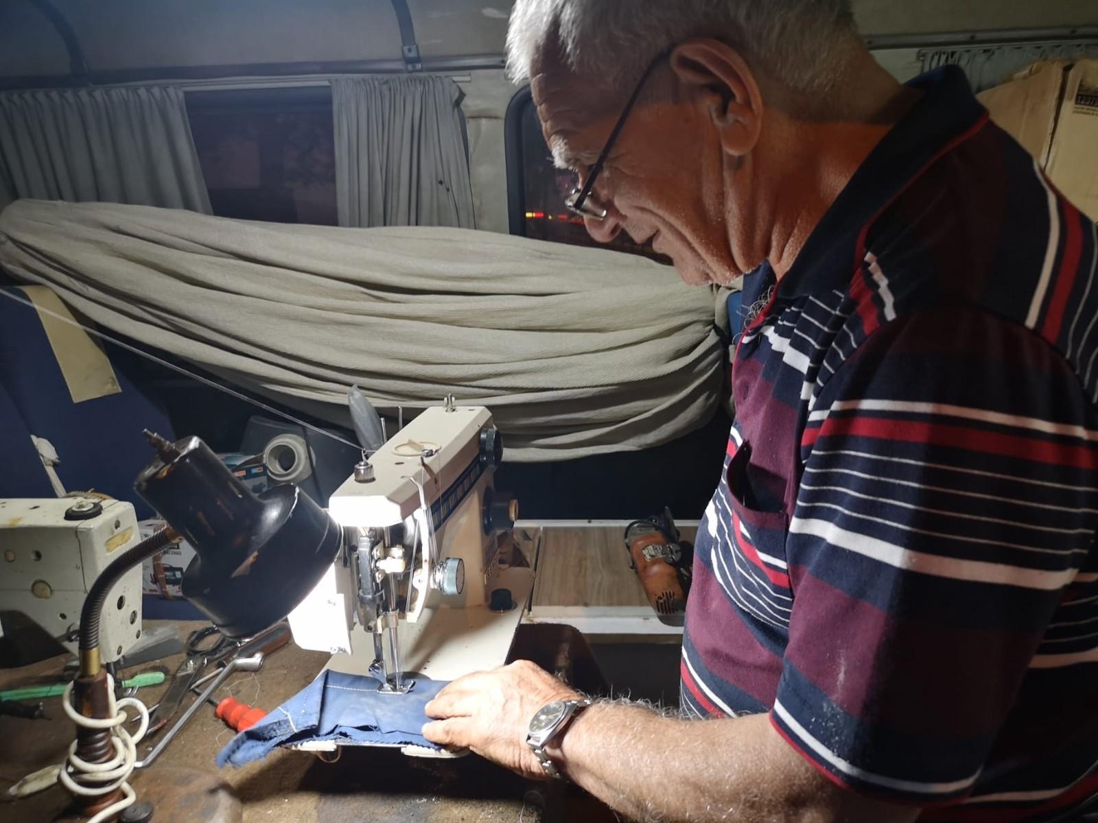 50 yıllık tecrübeyle asırlık makineleri tamir ediyor