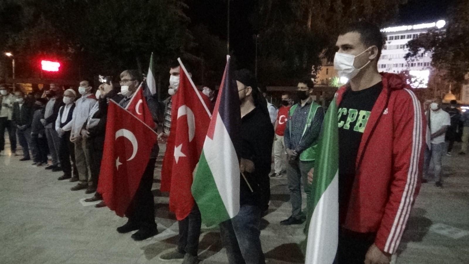 Denizli'de 100 kişilik grup Mescid-i Aksa saldırılarını kınadı