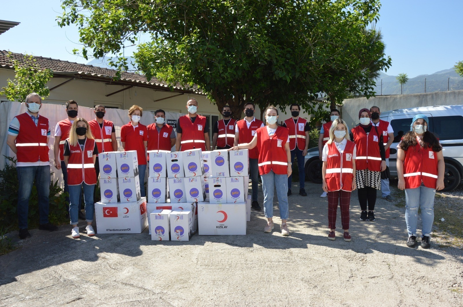 Türk Kızılay Yunusemre Şubesi 180 ailenin yüzünü güldürdü